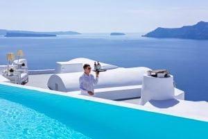 Katikies Santorini Oteli, deniz manzaralı havuz ve kokteyl barı